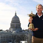 US Ryder Cup-captain Steve Stricker krijgt applaus